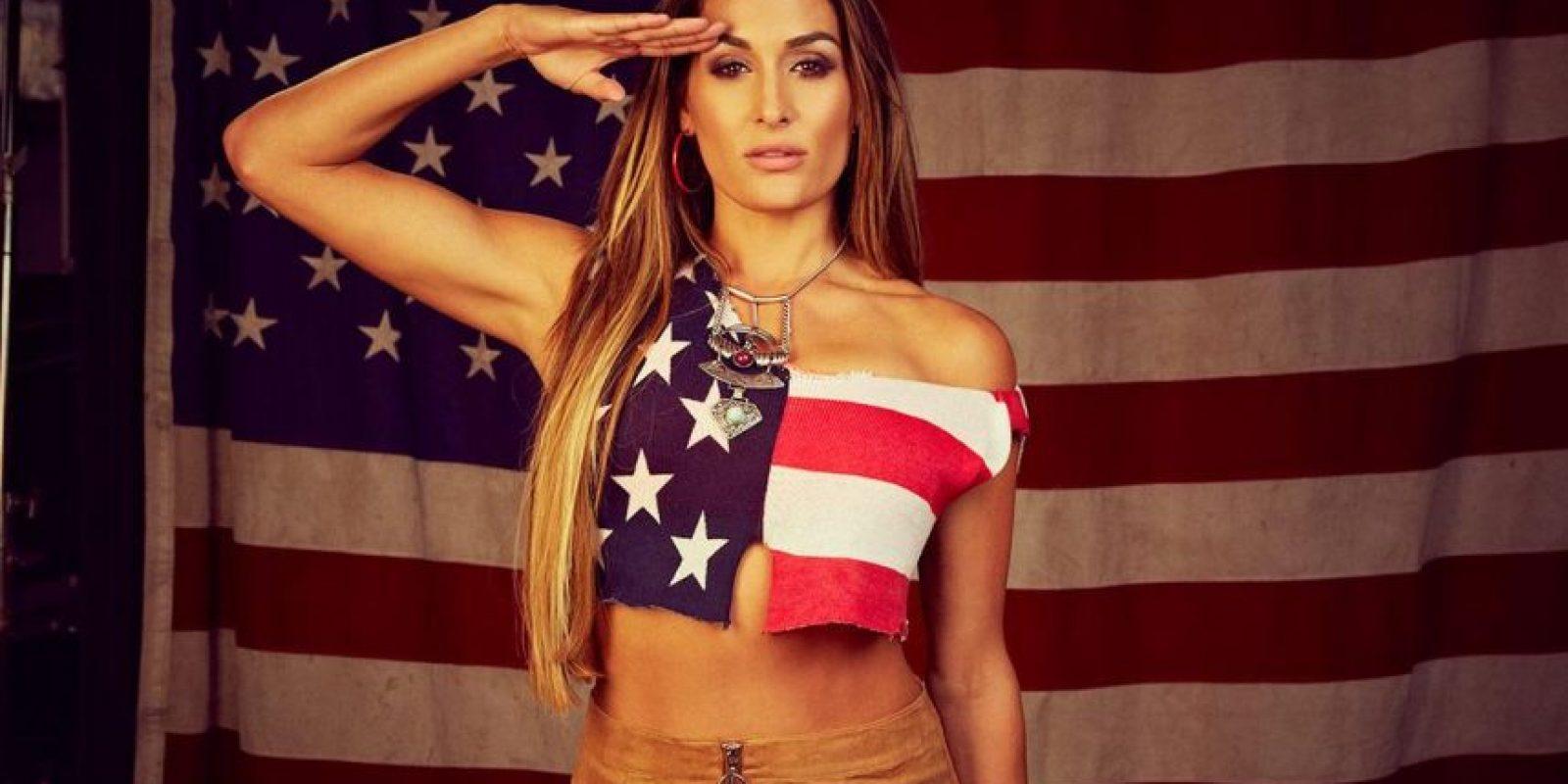 Una vez que ingresó a la Universidad, se dedicó a otras actividades como el modelaje y la actuación. Foto:WWE