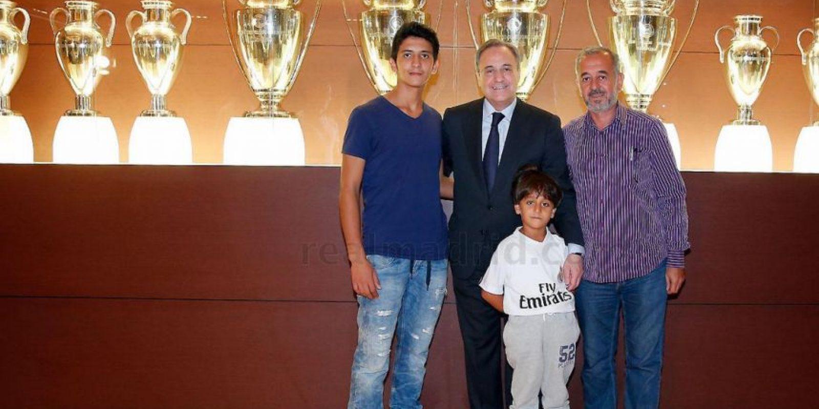 La plantilla y la directiva del club recibió en su sede Osama Abdul Mohsen. Foto:realmadrid.com