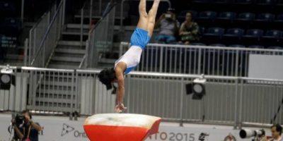 El guatemalteco alcanzó un espacio entre los ocho mejores en el salto al potro. Foto:Publinews