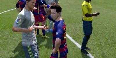 """Video: Lionel Messi y Cristiano Ronaldo se pelean en el """"FIFA 16"""""""