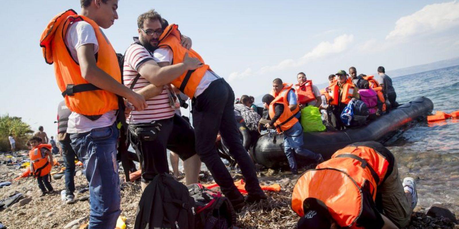 De acuerdo con el periódico español El País, desde el miércoles a este jueves han entrado aproximadamente seis mil personas den la frontera de Serbia y Croacia. Foto:Getty Images