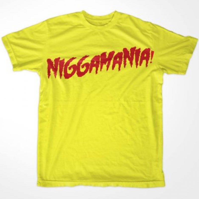 """La camiseta de """"Hulkmanía"""" fue cambiada a """"Niggamanía"""". Foto:Vía facebook.com/WWEMEMES"""