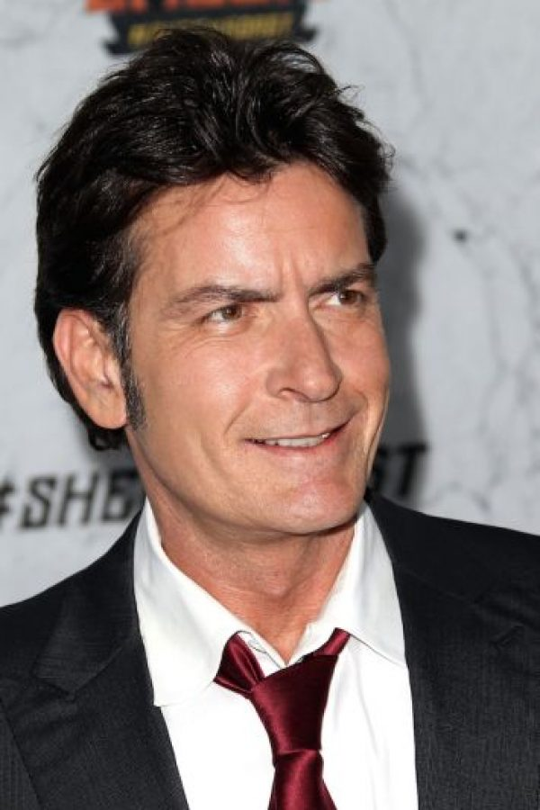 "3.- Después de aparecer en los Emmys de 2011, Charlie Sheen fue despedido de la serie ""Two and a half men"" Foto: Getty Images"