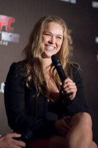 En 2012 se unió a la UFC y compite en la categoría de Peso Gallos de Mujeres, de la cual es la vigente campeona invicta. Foto:Getty Images