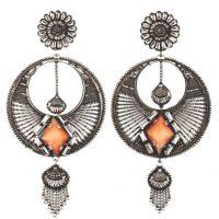 Iva earrings, $345, €315 / dannijo.com Foto:vía Dannijo