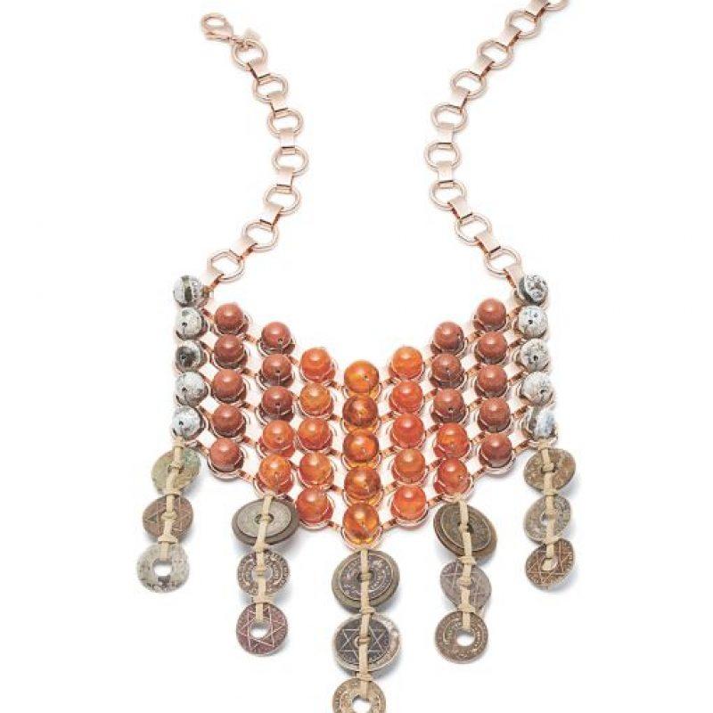 Spiro bib necklace, $595, €540 / dannijo.com Foto:vía Dannijo