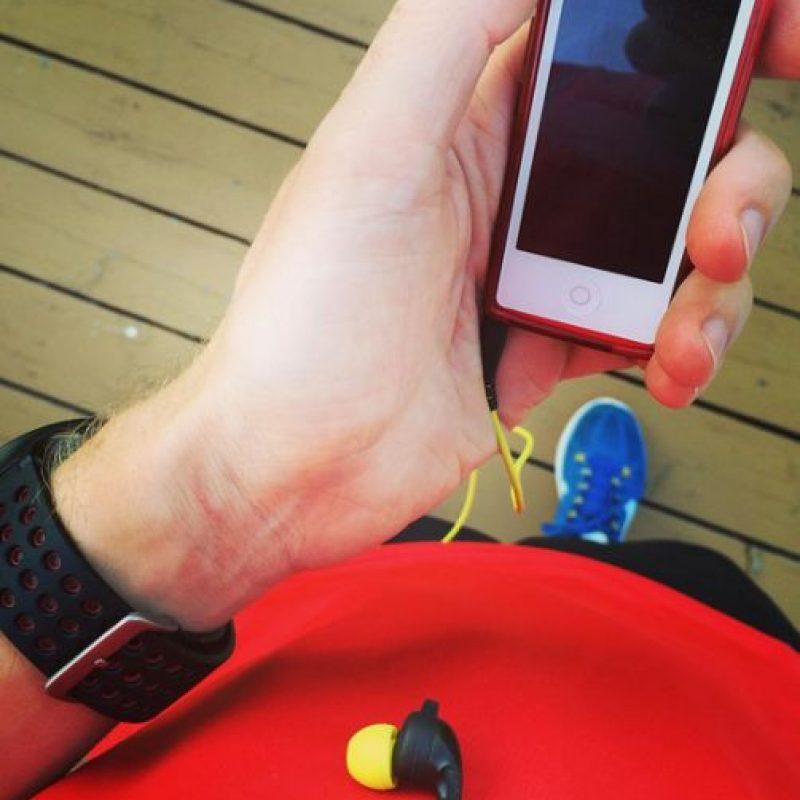 El corredor lleva su móvil o reproductor de música preferido y listo. Foto:Vía instagram.com/explore/tags/running