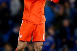 """El arquero del Chelsea, quien pasó 11 años en el club y se convirtió en histórico de los """"Blues"""", fichó por el Arsenal, el mayor rival de los hombres de Mourinho. Foto:Getty Images"""