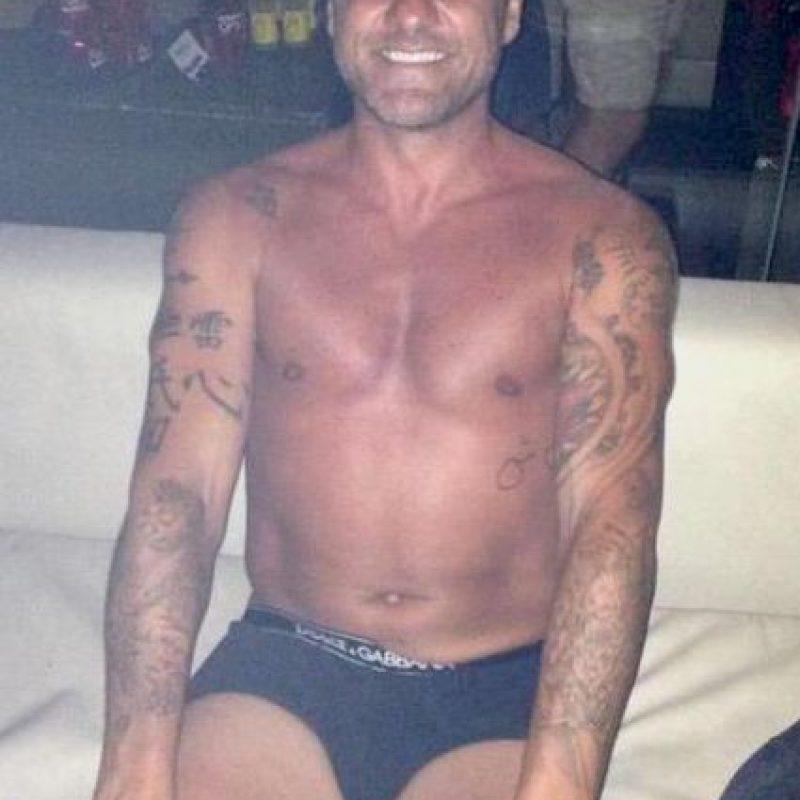 Ahora es comentarista de BEIN Sports y le encanta seguir de fiesta en fiesta. Foto:Vía twitter.com/vieri_bobo