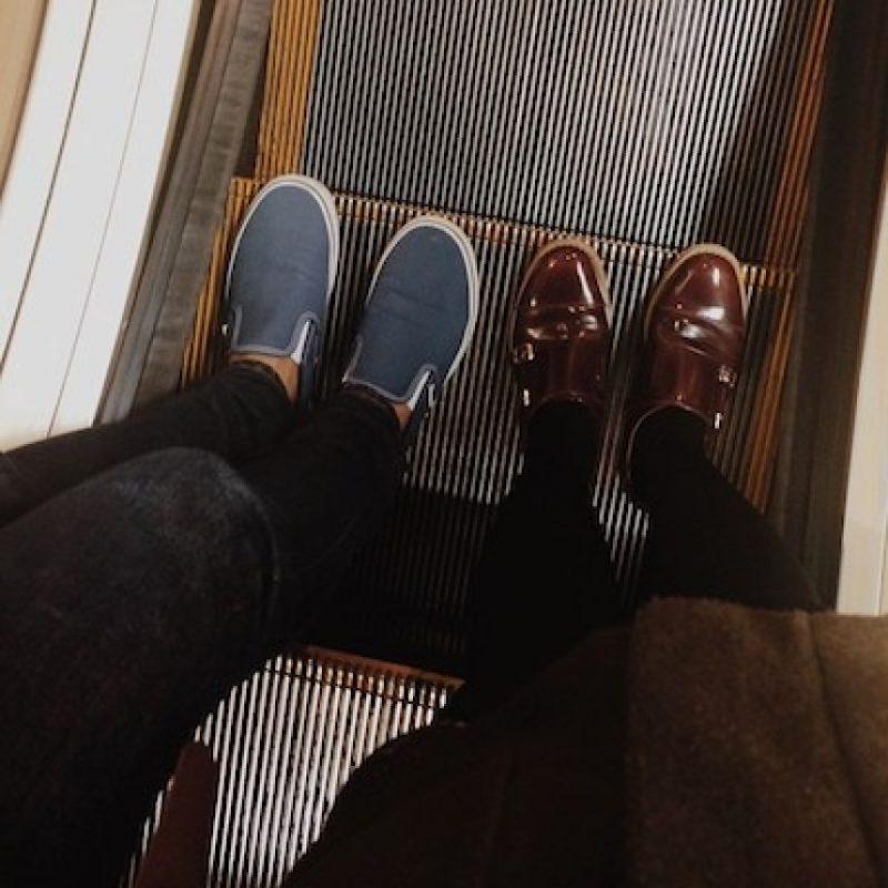 Evitar elementos de goma o caucho en los zapatos a la hora de entrar a una escalera eléctrica Foto:Instagram.com/explore/tags/escalator/