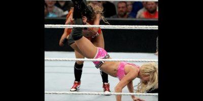Charlotte ganó por rendicón Foto:WWE