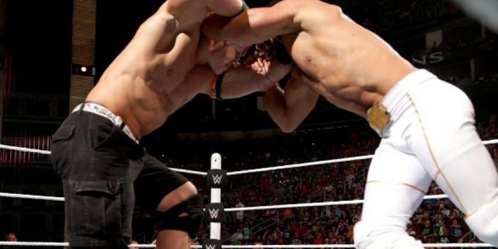 """El """"Marino"""" cubrió a Rollins después de aplicarle un """"Ajuste de Actitud"""" Foto:WWE"""