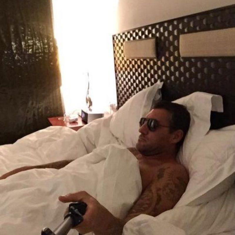 El exdelantero italiano ya está retirado, pero sigue presumiendo físico en redes sociales. Foto:Vía twitter.com/vieri_bobo