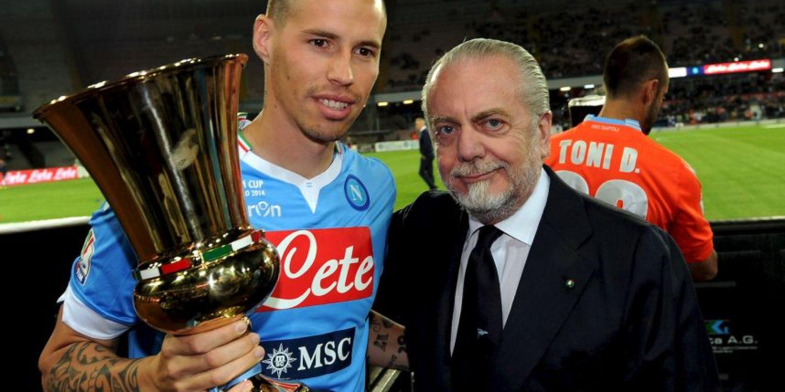 Tras una larga carrera en el cine, en 2004 se convirtió en el accionista mayoritario y presidente del club napolitano. Foto:Getty Images