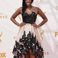 Porsha Williams en una estrambótica y vomitiva combinación de tail hem y brocado. Big no. Foto: vía Getty Images