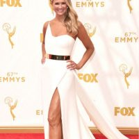 "Nancy O' Dell como ""Miss Hot Latina"" en un vestido sin forma y con mucho exceso. Foto: vía Getty Images"