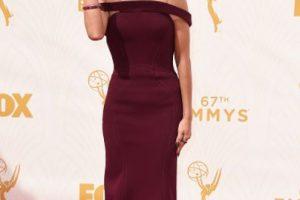 Sarah Hyland con el peinado de Kylie Jenner. Un vestido minimal que merecía algo mejor. Foto:vía Getty Images