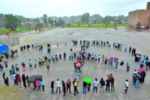 Algunos grupos no dejaron de formar el símbolo representativo de la paz. Foto:Vía @ParkwayNWPeace