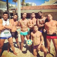Por eso en su Instagram abudan fotos con él sólo el shorts o ropa interior. Foto:Vía instagram.com/ronaldinhooficial