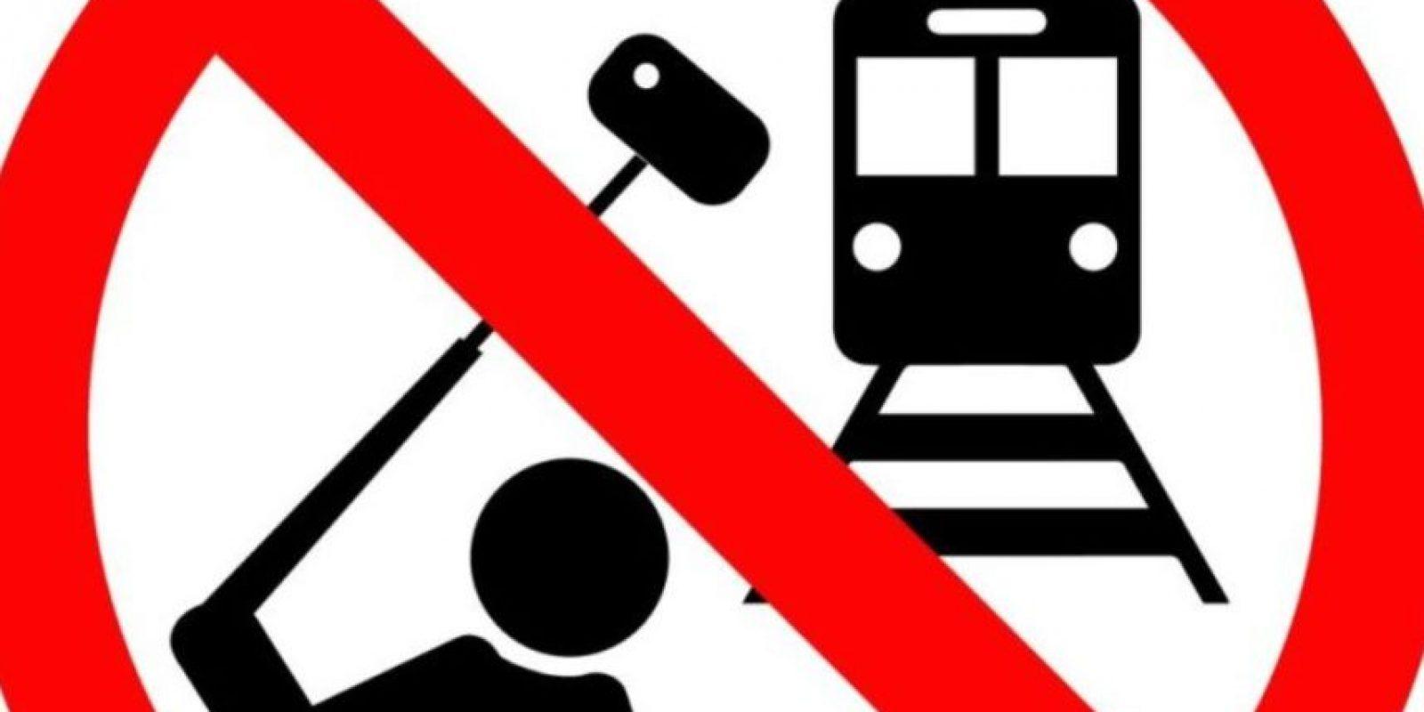 No tomarse selfies en la vías del tren. Foto:vía mvd.ru