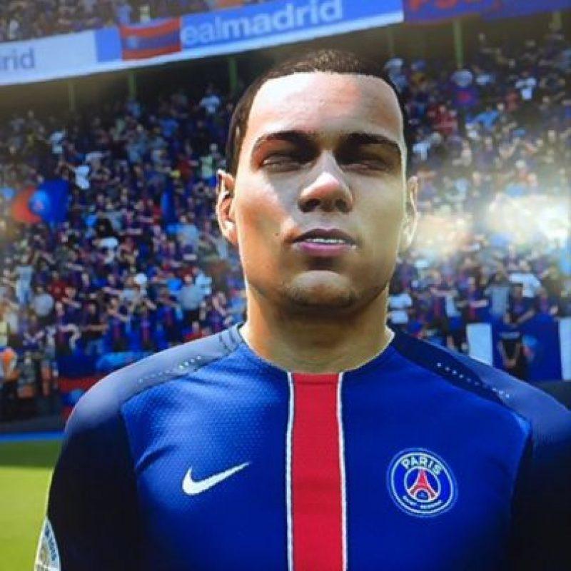 """Gregory van der Wiel no está muy contento con el """"FIFA"""" Foto:witter.com/Gvanderwiel"""