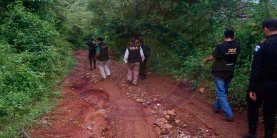 PNC irrumpe a pie en área de Santa Rosa para detener grupo criminal