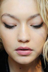 """""""Realmente no toco mis cejas… no las depilo"""". Foto:Getty Images"""
