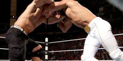 """El """"Marino"""" cubrió a Rollins después de aplicarle un """"Ajuste de Actitud"""" Foto:WWE.com"""