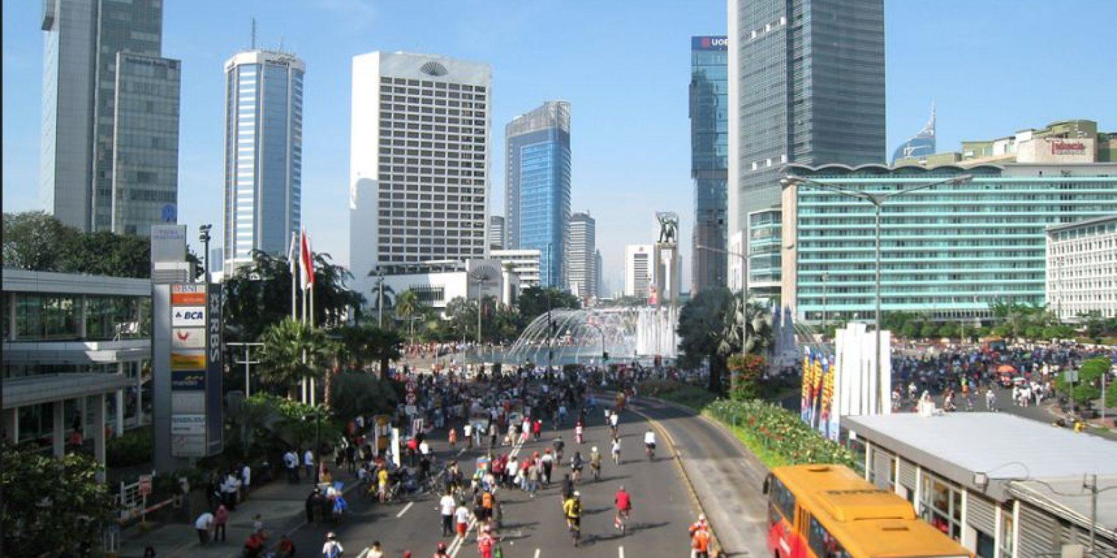 9. Jakarta. En la capital de Indonesia, según UBS, se trabaja un promedio de dos mil 102 horas al año. Foto:Vía Wiki