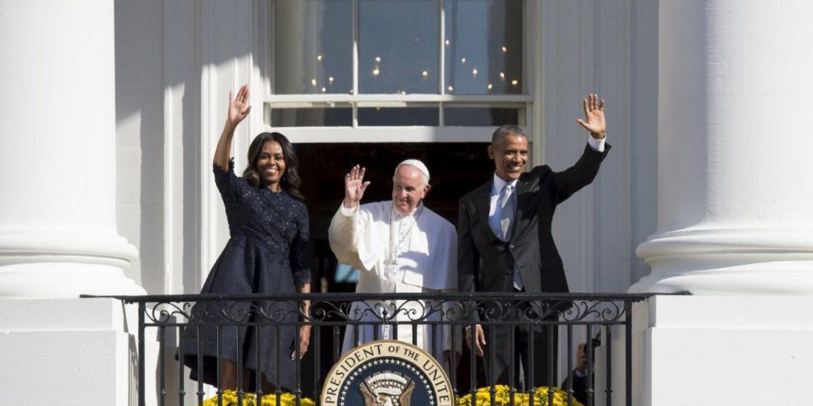 Desde uno de los balcones saludó a los seguidores. Foto:AFP