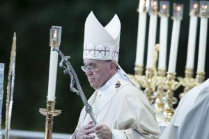 Ofreció una misa en la Catedral de San Mateo Apóstol. Foto:AFP