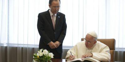 Además, firmó el libro de visitas Foto:AFP