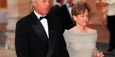 El golfista australiano Greg Norman pagó a Laura Andrassy 105 millones de dólares para poder divorciarse después de 25 años de casados. Foto:Getty Images
