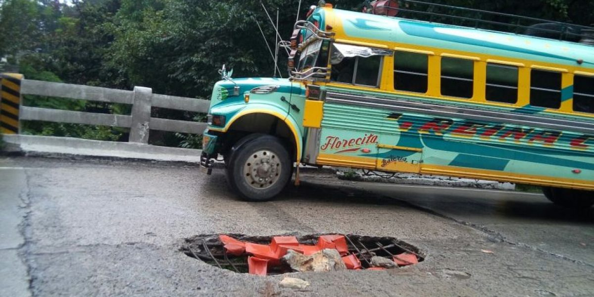 Fotos. Lluvias provocan que se dañe el puente que conduce a San Raymundo