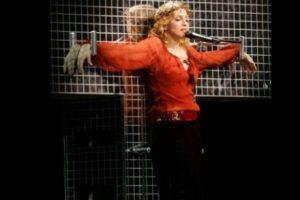 "3. En ""Confessions Tour"", Madonna apareció crucificada mientras cantaba ""Live to Tell"" Foto:Getty Images"
