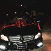 Un Mercedes Benz fue el regalo perfecto para Jordyn. Foto:Instagram/KylieJenner