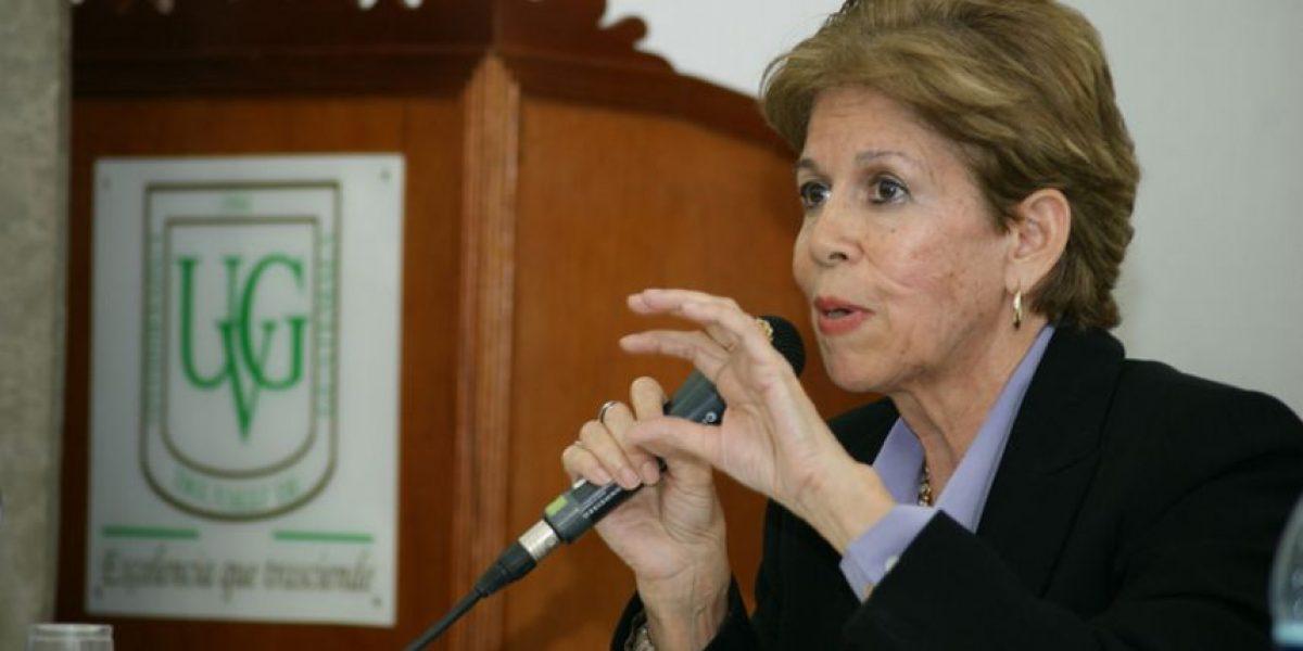 Usuarios felicitan a Carmen Matute tras recibir Premio Miguel Ángel Asturias