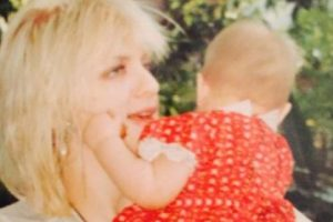 Es la hija de Courtney Love y Kurt Cobain Foto:vía Twitter.com/alka_seltzer666