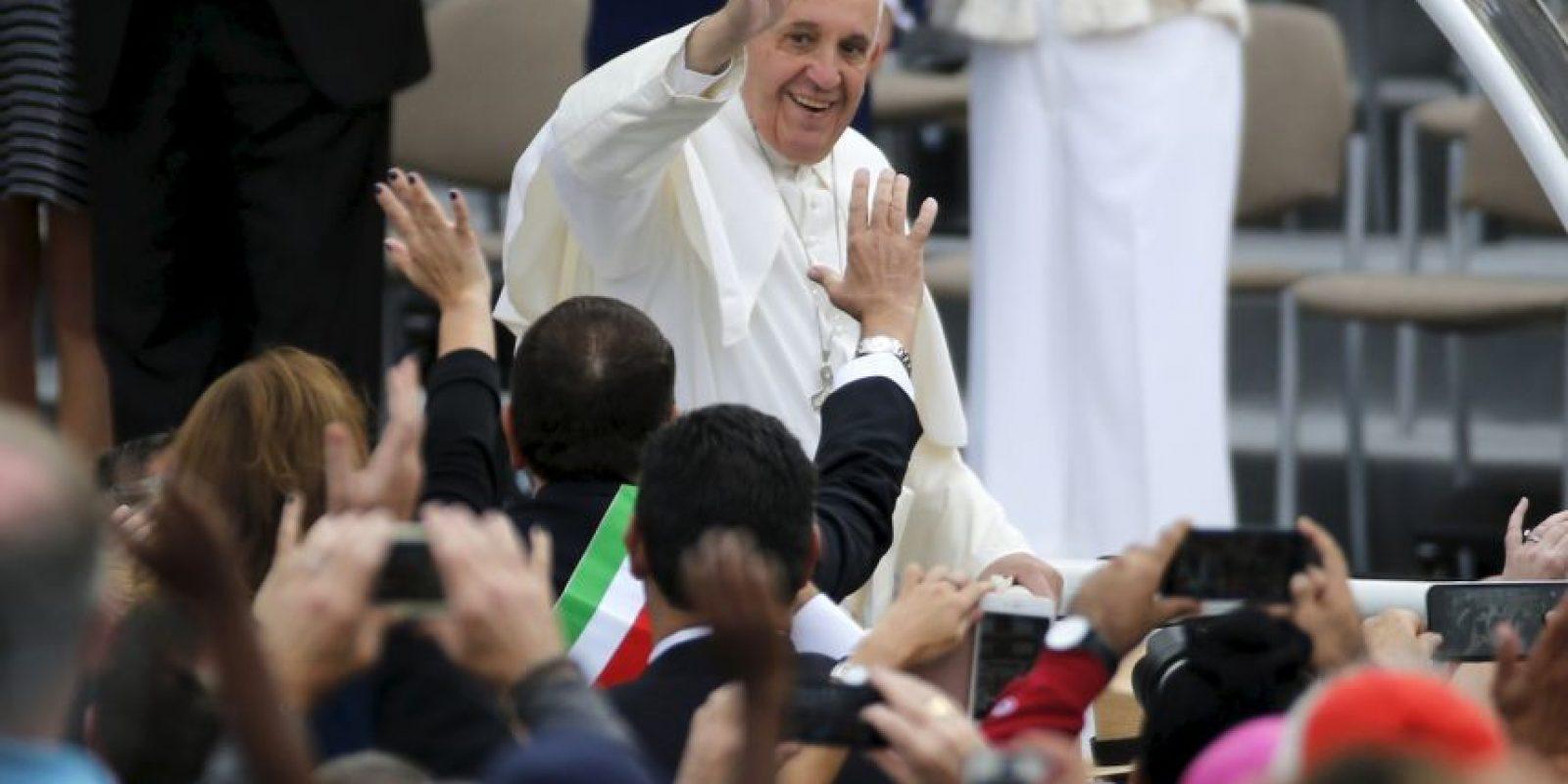 El Papa dio dos vueltas por el circuito para saludar a los seguidores. Foto:AFP