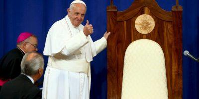 A su llegada el papa agradeció por su silla. Foto:AFP