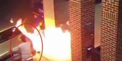 Video: Intenta matar una araña con encendedor y termina provocando un incendio