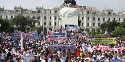 Aunque los peruanos protestaron por el aumento de la delincuencia, no les sirvió de nada. Foto:vía Getty Images