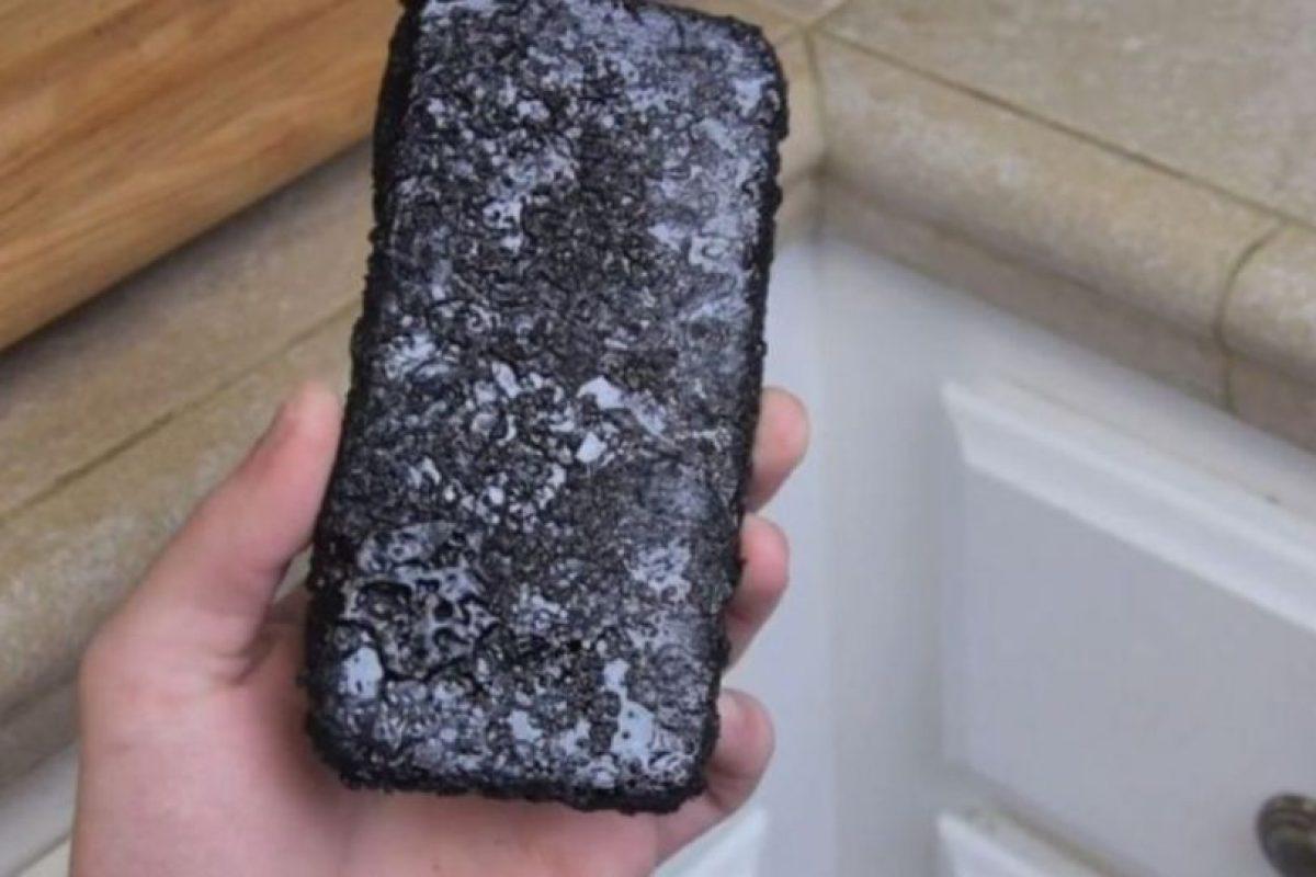 Una capa del líquido quedó en el dispositivo. Foto:vía TechRax