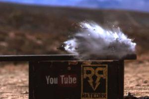 El impacto del calibre 50 destruyó por completo al iPhone 6. Foto:vía FullMag