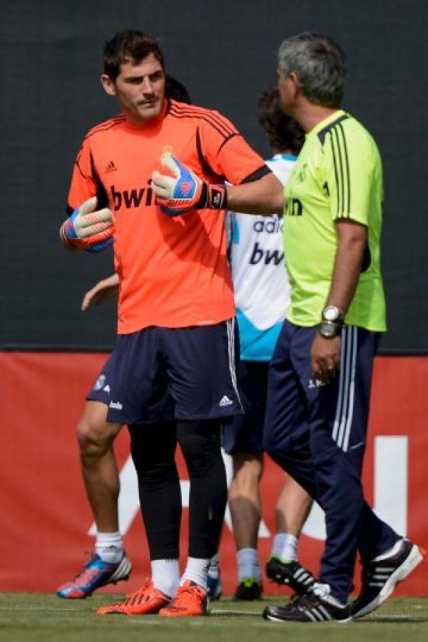 """El vestidor de la Selección de España estaba dividido: por un lado los jugadores del Real Madrid, y por el otro, los del Barcelona. Casillas llamó a los capitanes culés, Xavi y Carles Puyol, para poner fin al conflicto y pacificar el vestidor de la """"Furia Roja"""". Foto:Getty Images"""