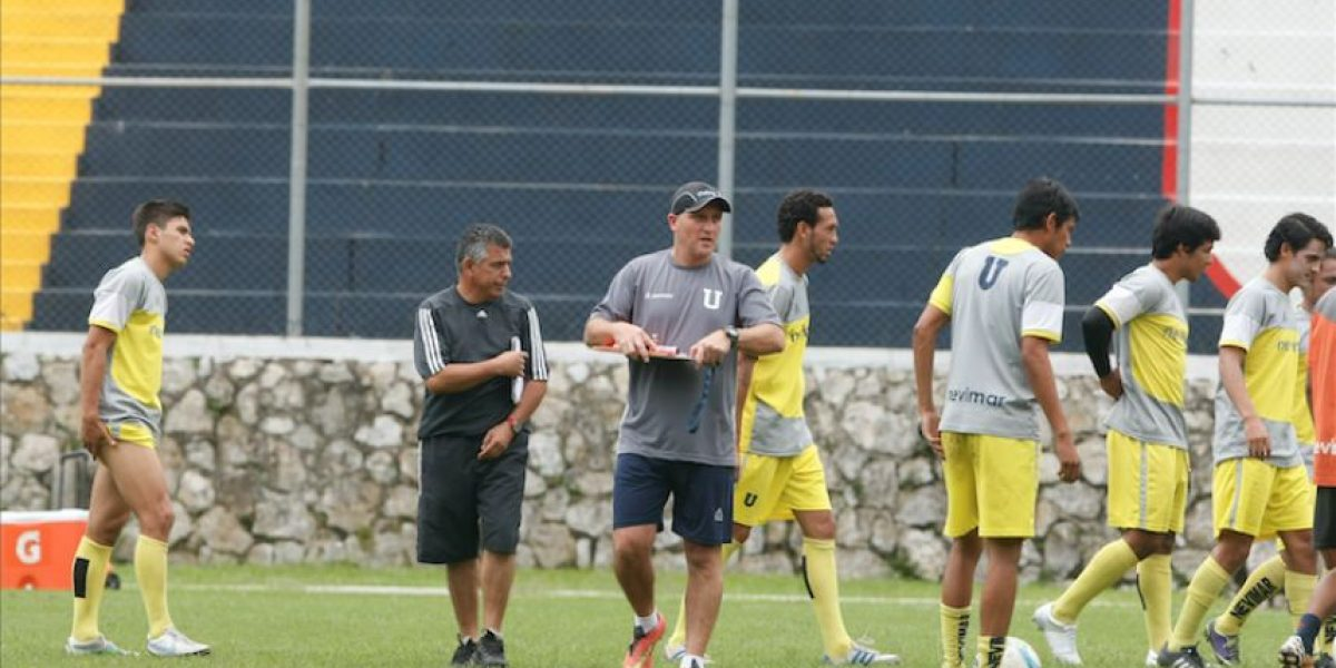 Presentan al nuevo entrenador de la Universidad