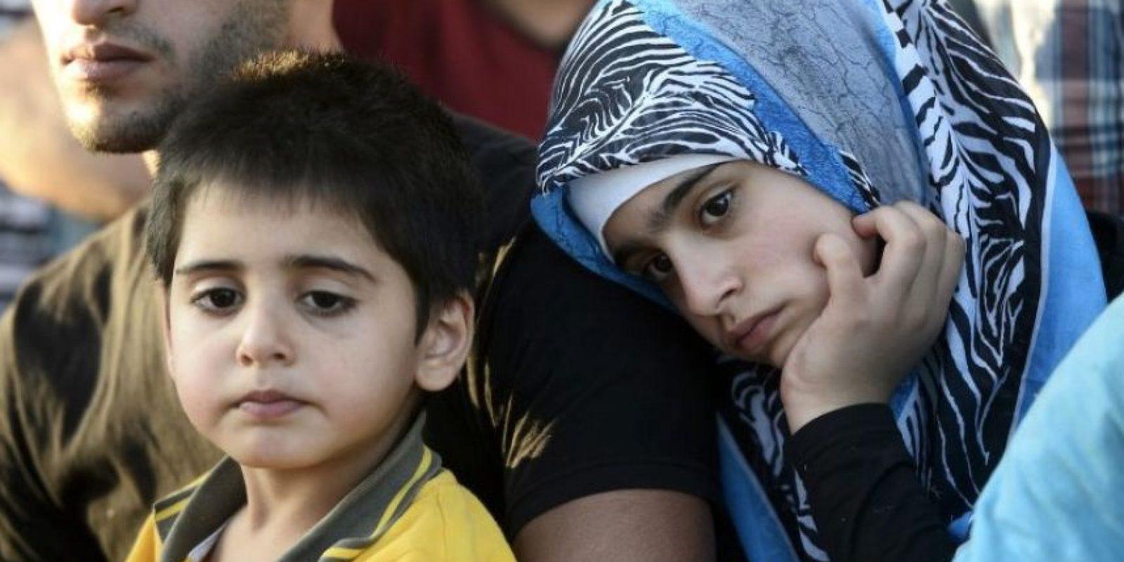 """Según el periódico británico """"Daily Mail"""", un fragmento de metralla fue retirado de la frente de la bebé. Tras la cesárea, los doctores del Consejo Médico de Aleppo, en Siria, despejaron las vías respiratorias de la niña y procedieron a quitarle el fragmento. Foto:Getty Images"""