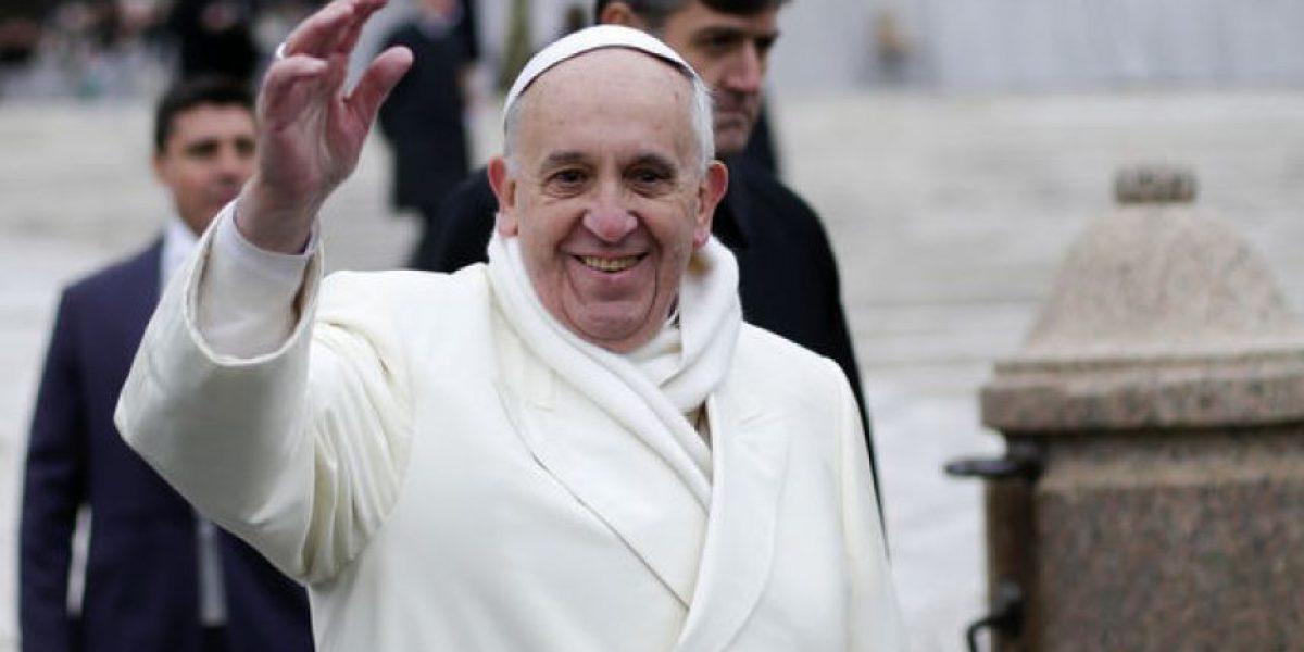 VIDEO. Así reaccionó el Papa al ver a una bebé vestida como él