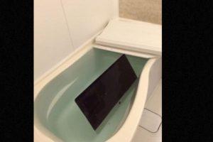 Por ejemplo, hacer esto con todos los gadgets de Apple. Foto:vía Twitter