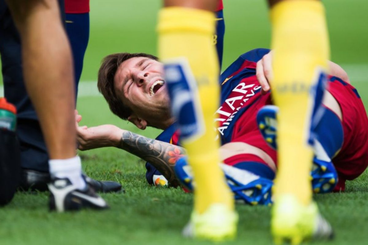 El astro argentino sufrió una rotura del ligamento colateral interno de la rodilla izquierda. Foto:Getty Images